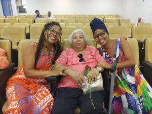 Professoras Simone Moraes, Eliza Maria e Manuela Souza no dia do lançamento do livro da professora Márcia Menezes